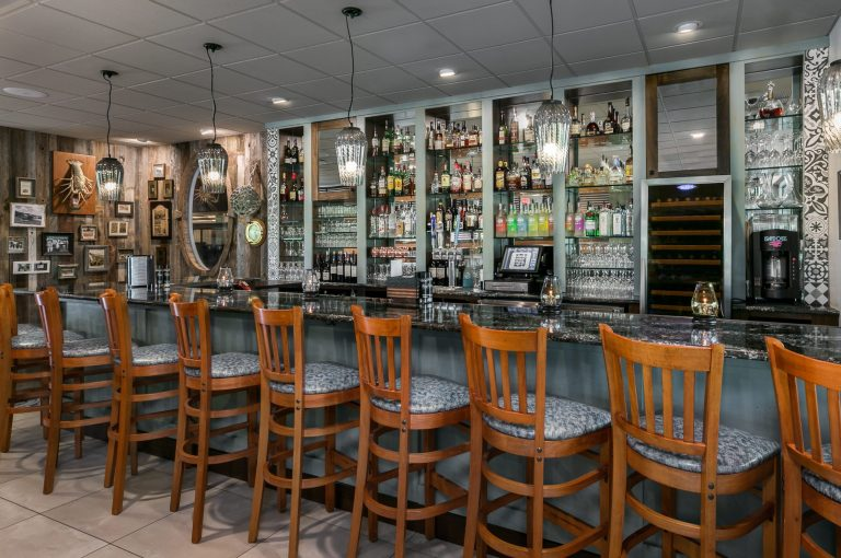 Farlow's - Restaurant Renovation - Bar
